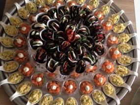 Een mix van aubergine hapjes, asperge op Vlaamse wijze en verfrissende zalmhapjes