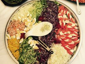 Een schotel van gemixte koude groenten
